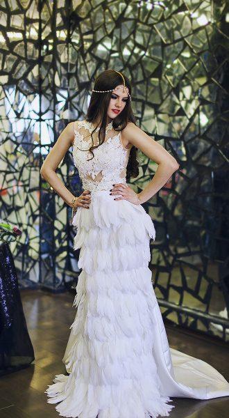 Вечернее платье с перьями аренда