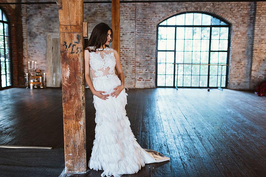 Фотосессия будущей мамочки в платье белоснежного цвета