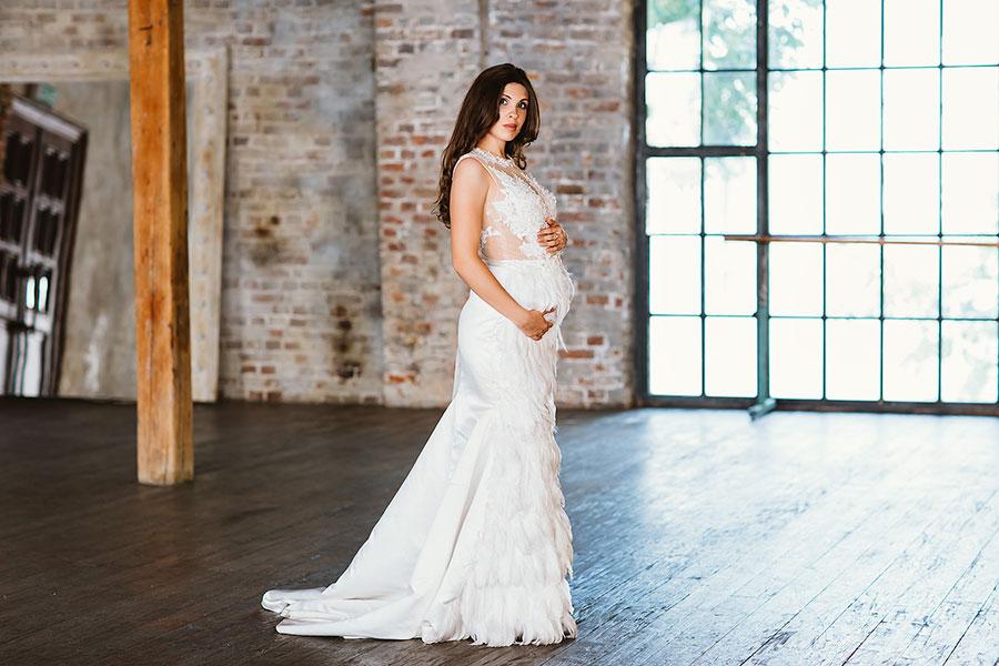 Платье с перьями для беременных Matilda White