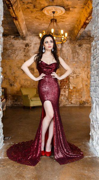 Элегантное красное платье на вечер