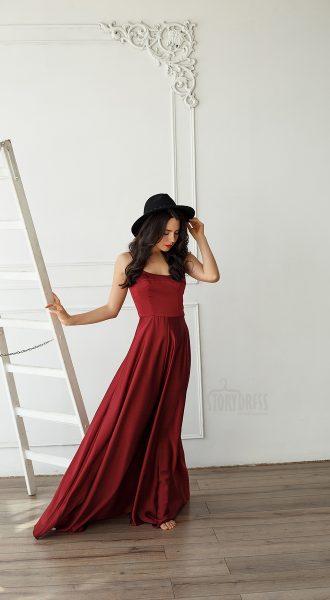 Эффектное бордовое платье в пол