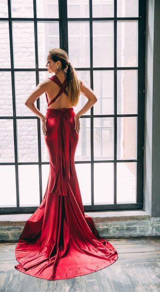 Фотосет в красном струящемся платье