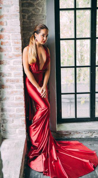 Красное платье с силуэтом рыбка