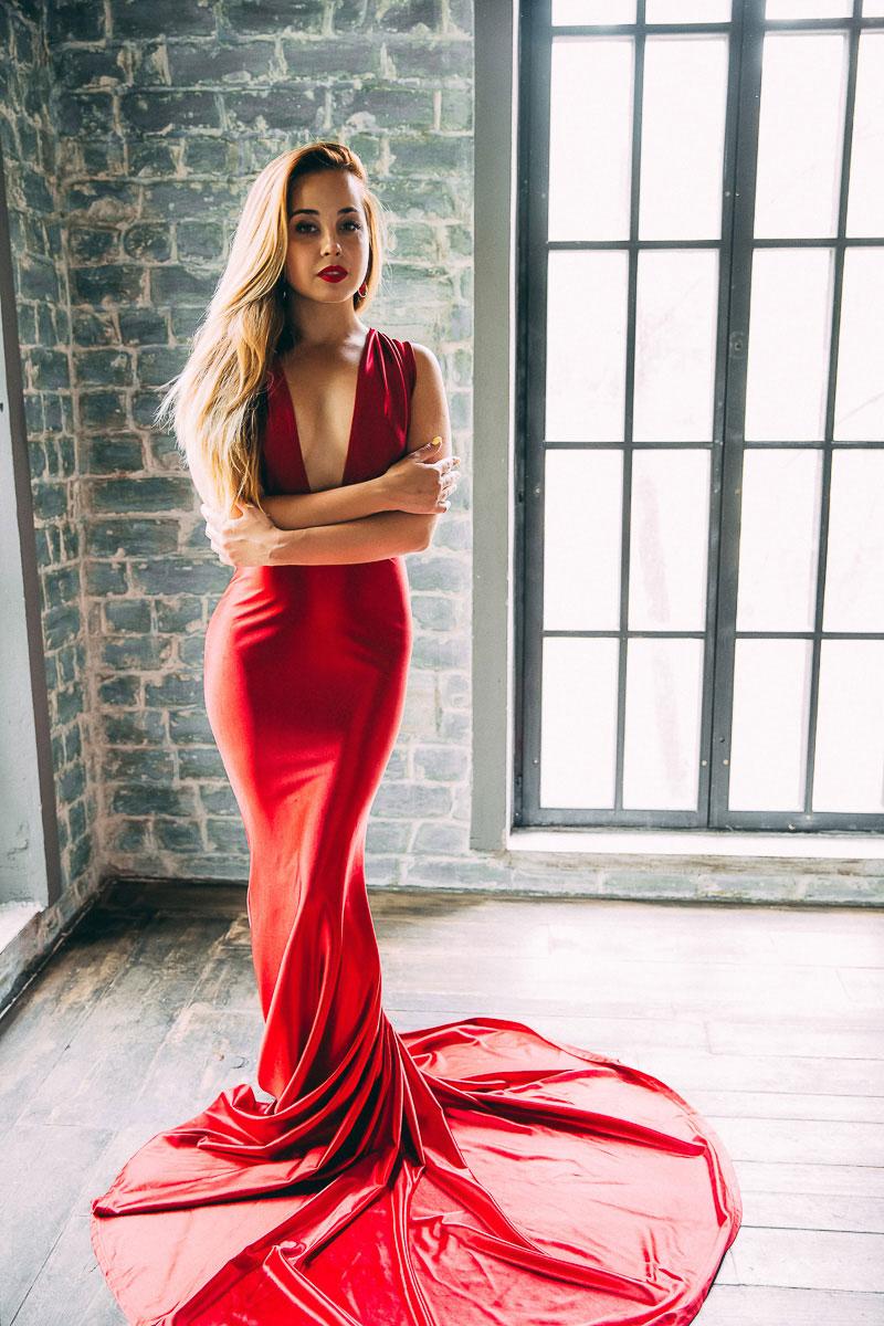 Платье люминесцентного красного цвета