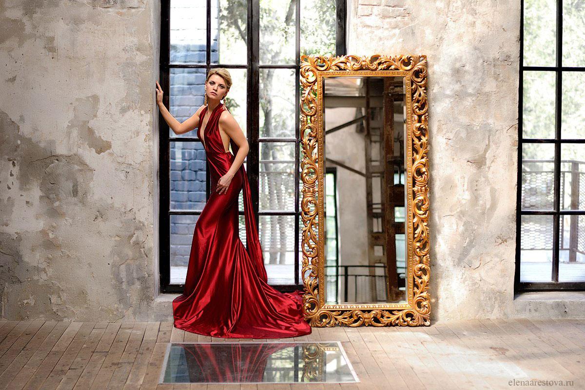 Атласное красное платье-трансформер