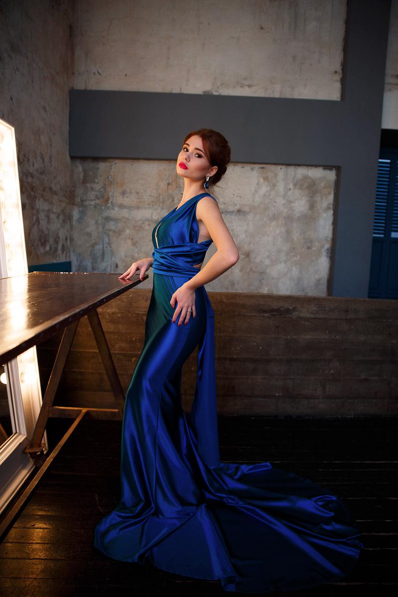 Фотосессия в открытом синем платье