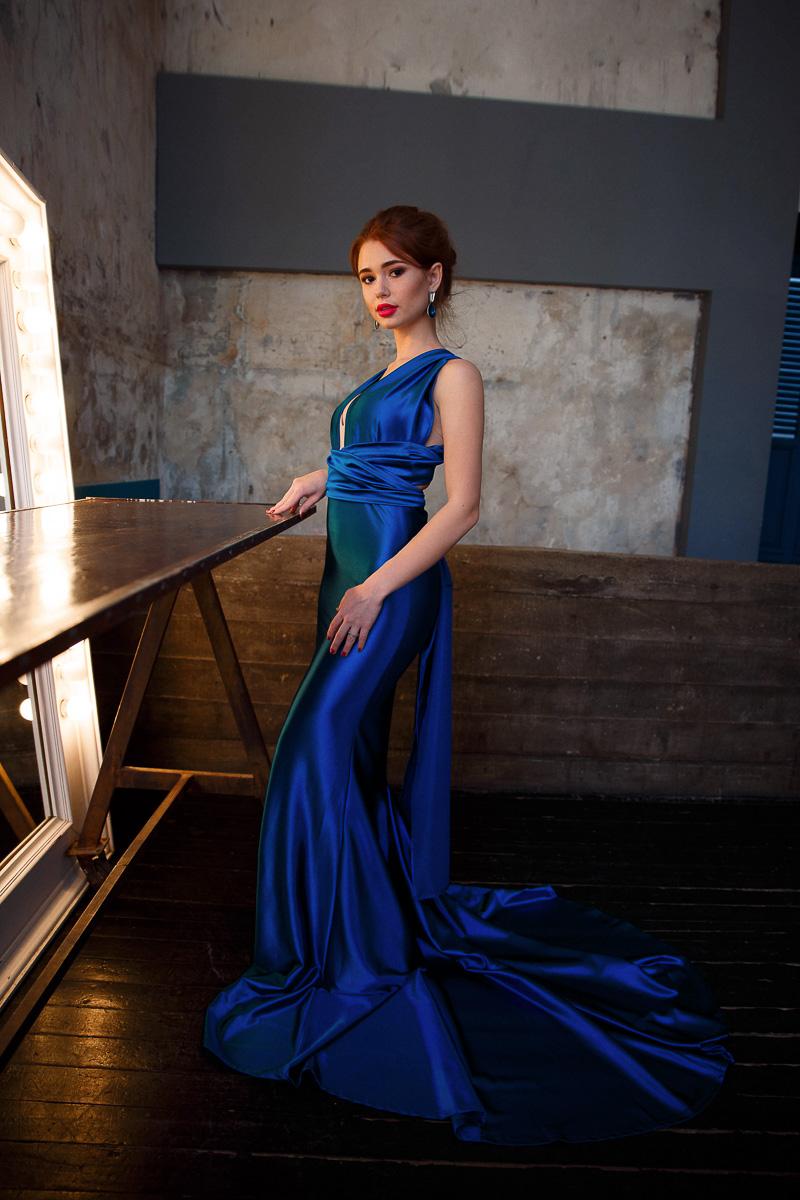 Атласное ярко-синее платье-трансформер
