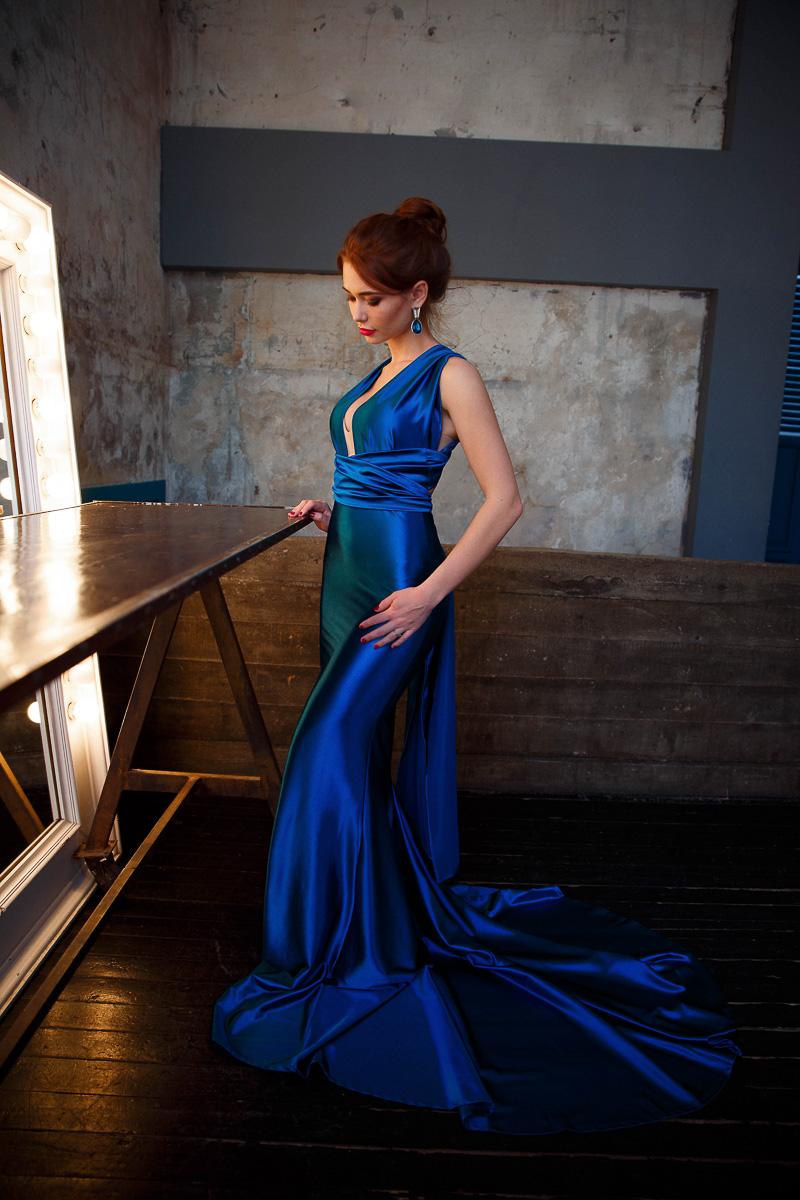 Роскошное платье темно-синего цвета