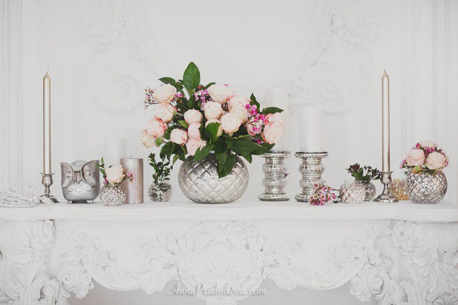 Декор для фотосессии свечи и живые цветы