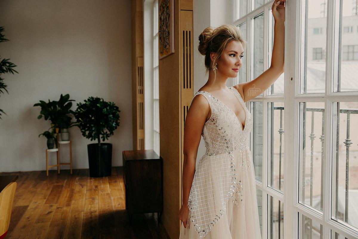 Платье с пышной юбкой из легкой сетчатой ткани цвета айвори