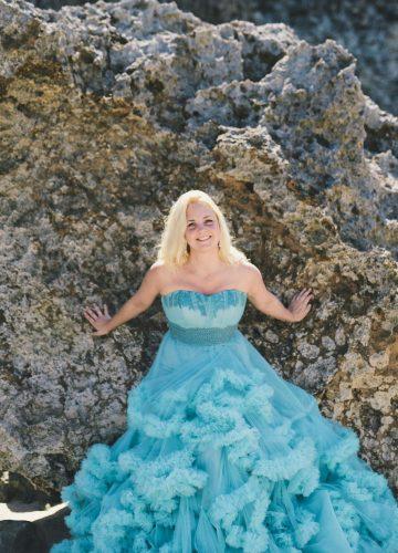 Фотосессия на пляже в пышном платье