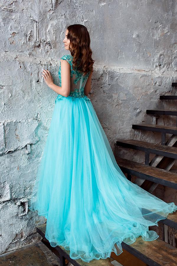 Платье с небольшим шлейфом