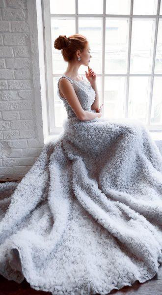 Платье для зимней свадьбы с юбкой напоминающей плед