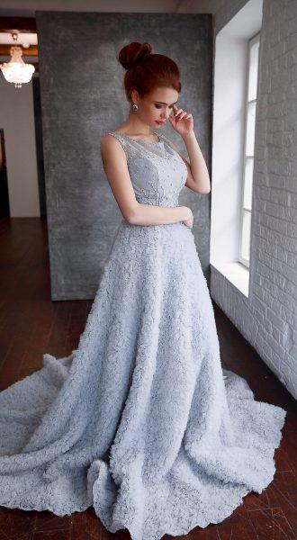 Воздушное серое платье