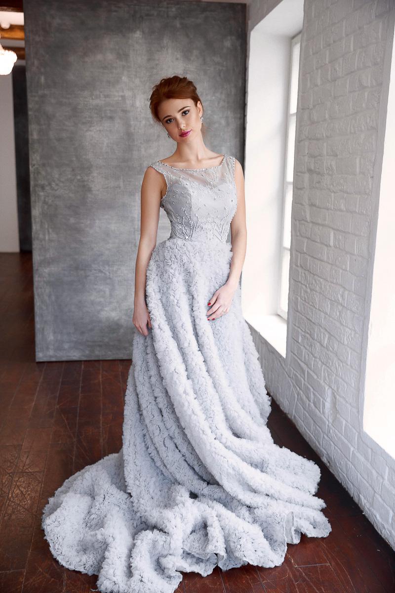 Платье с пушистой юбкой