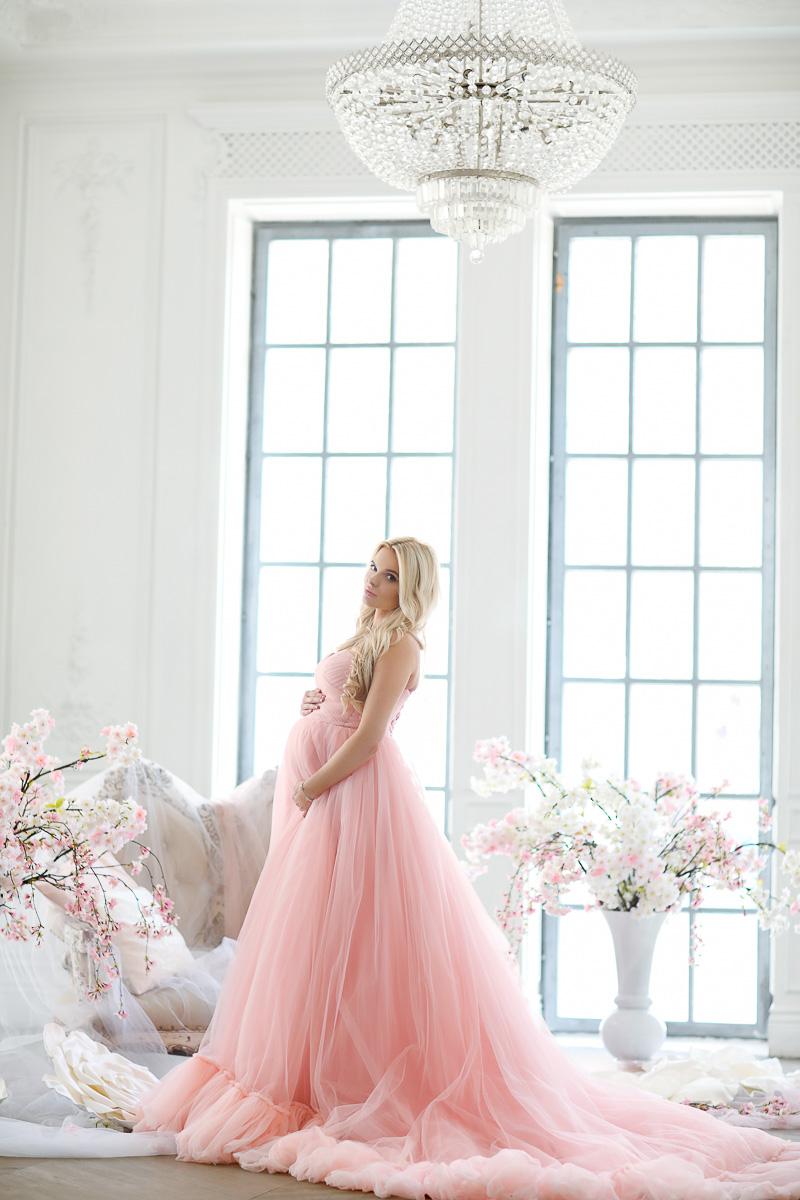Розовое платье со шлейфом для беременных