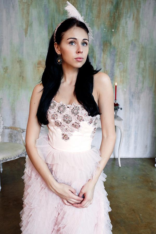 Платье расшитое кружевом и бисером вручную
