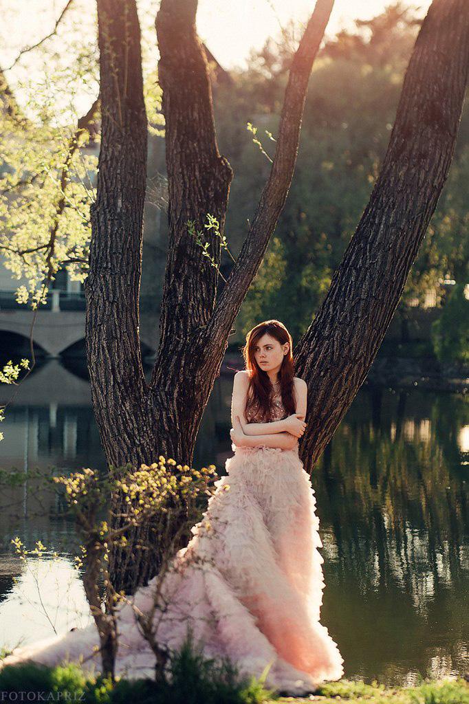 Пышное нежно-розовое платье в аренду