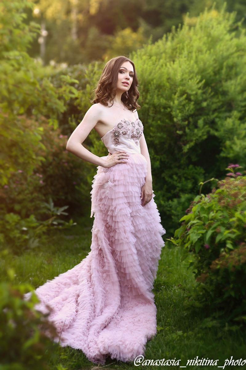 Легкое изысканное платье с пышной юбкой