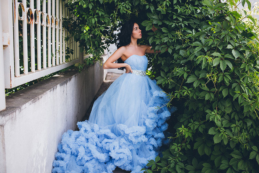 Голубое платье с пышной юбкой прокат