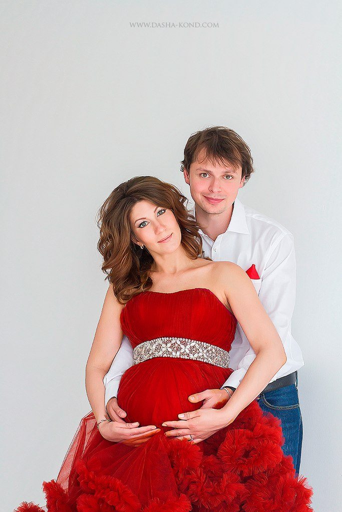 Фотосессия беременности в платье-облаке