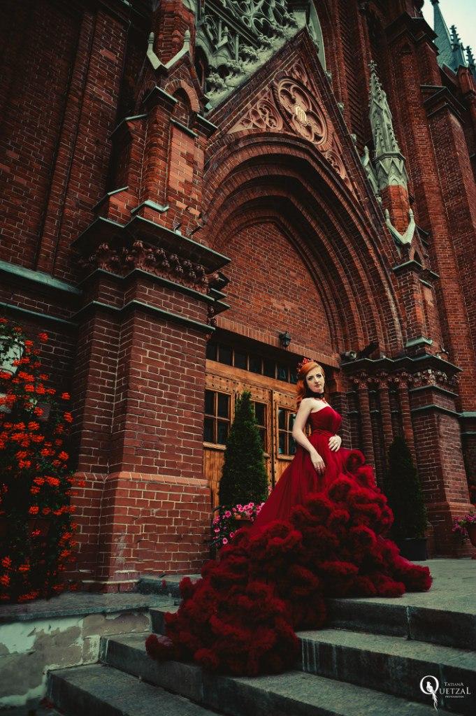 Фотосессия у католического собора в Москве
