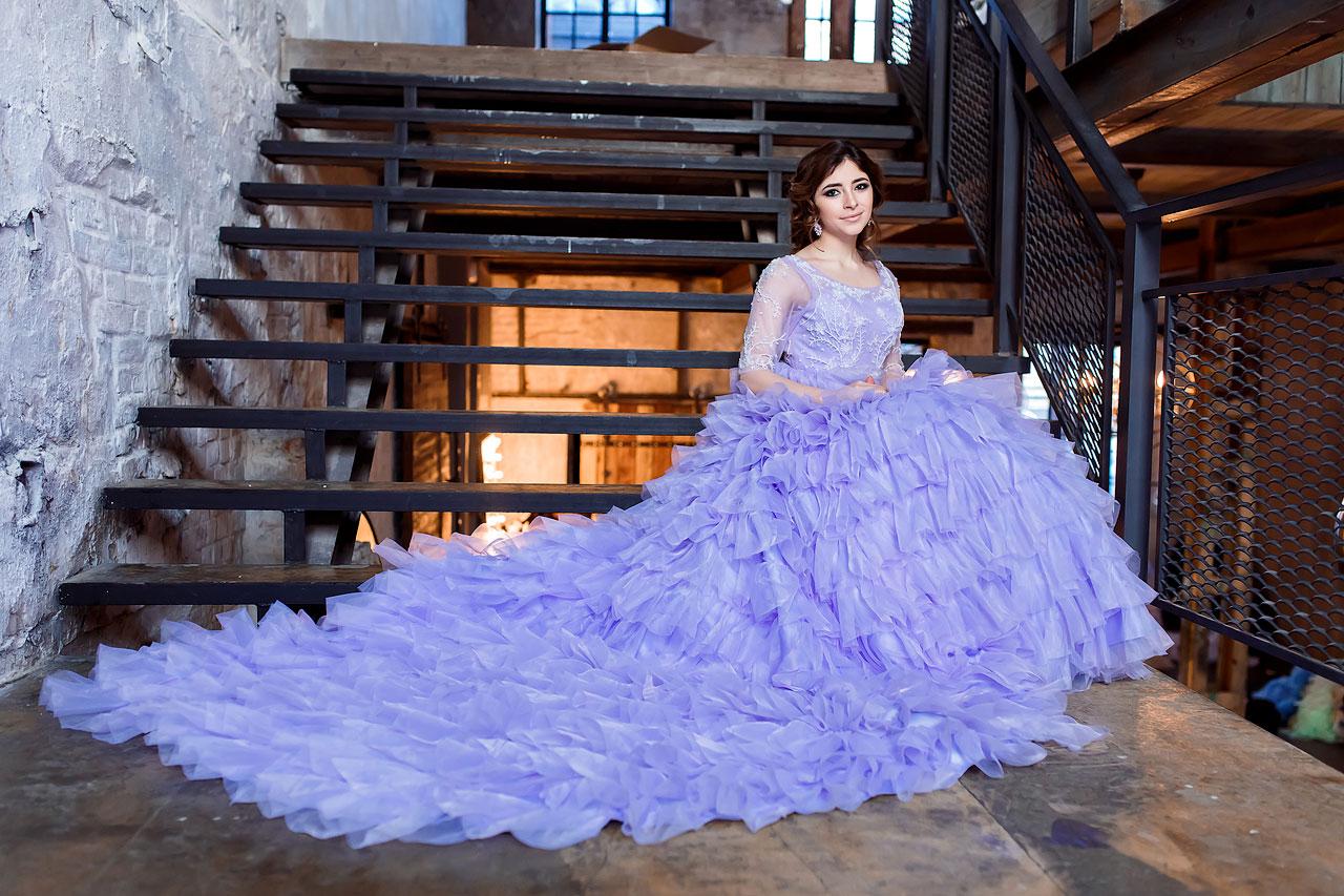 Платье с длинным шлейфом в аренду