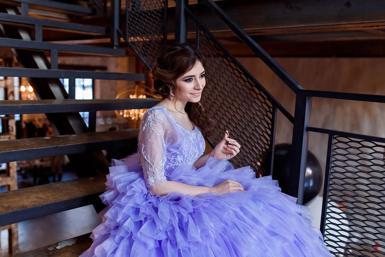 Фотосессия в сказочном платье фиалкового цвета