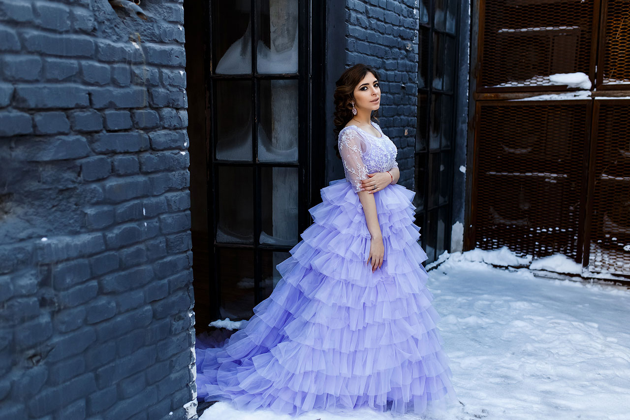Нежно-сиреневое пышное платье напрокат для зимней фотосессии
