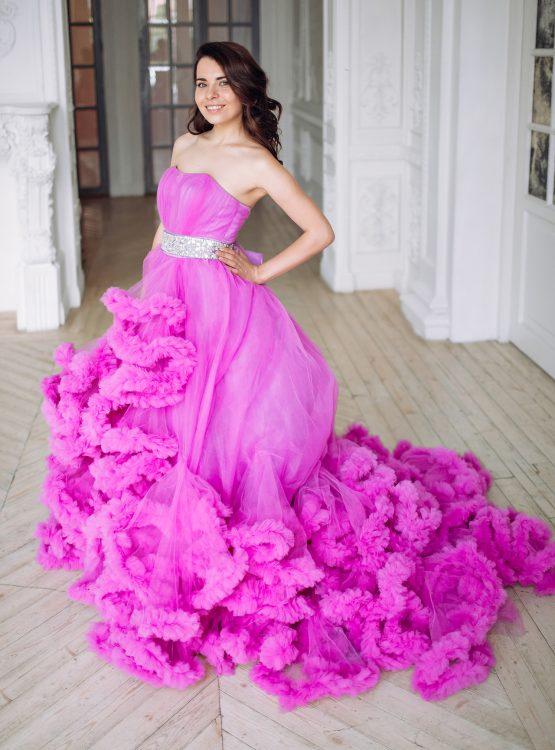 Пышное платье с длинным шлейфом