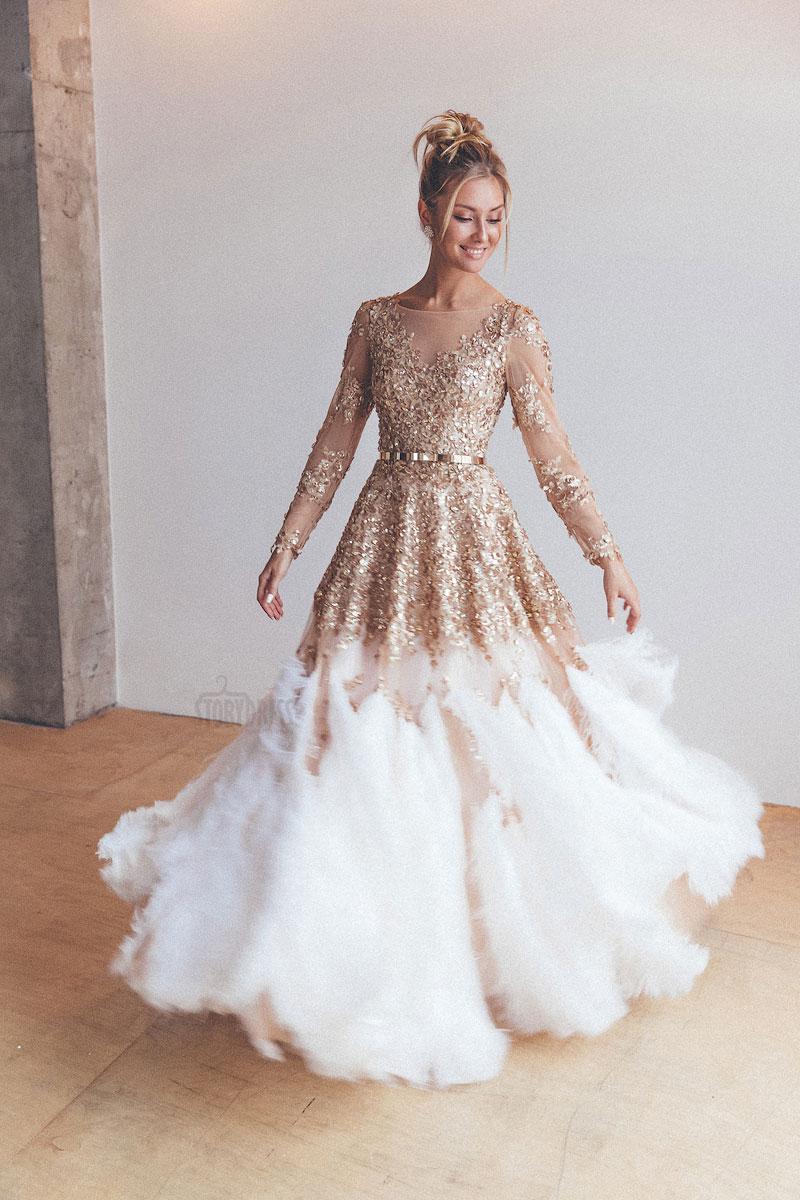 Золотое вечернее платье с перьями в аренду
