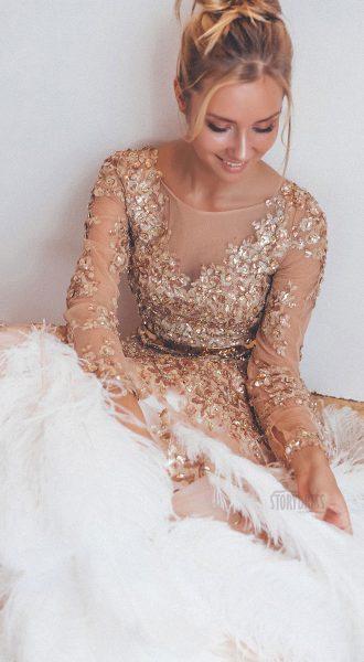 Изысканное аристократичное платье с перьями