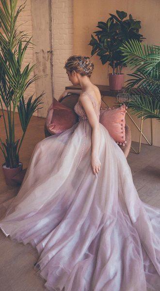 Пышное платье оттенков утреней зари