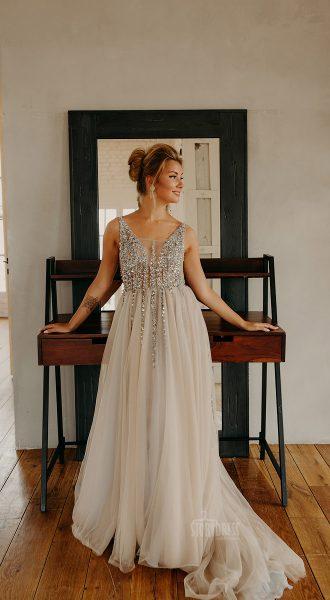 Пышное платье для фотосессии оттенка айвори