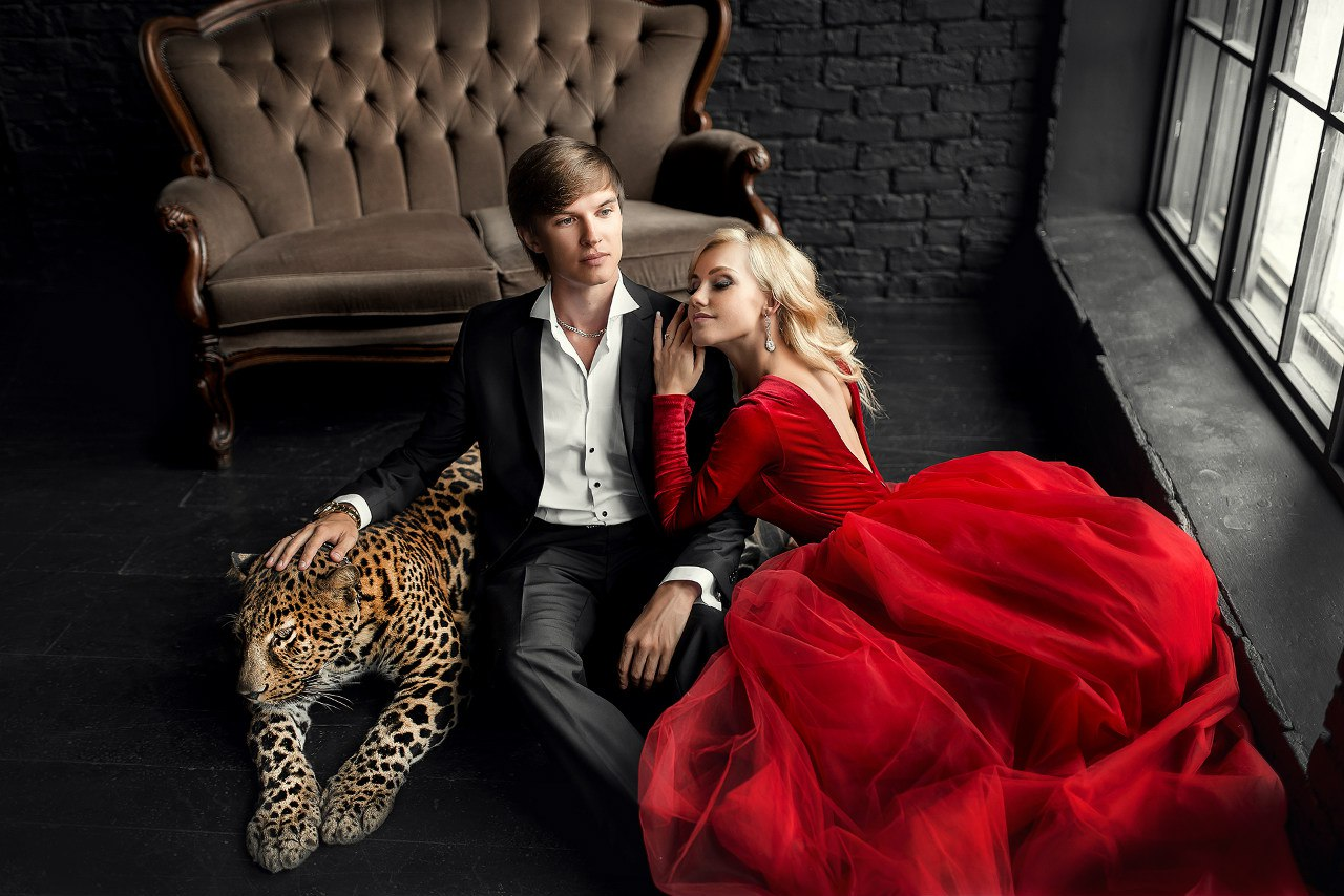 Необычная фотосессия влюбленной пары с леопардом