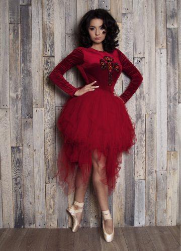 Платье ярко-красного цвета с бархатным топом