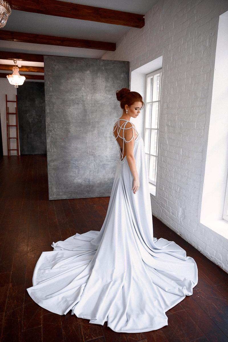 Роскошное платье с акцентом на спину