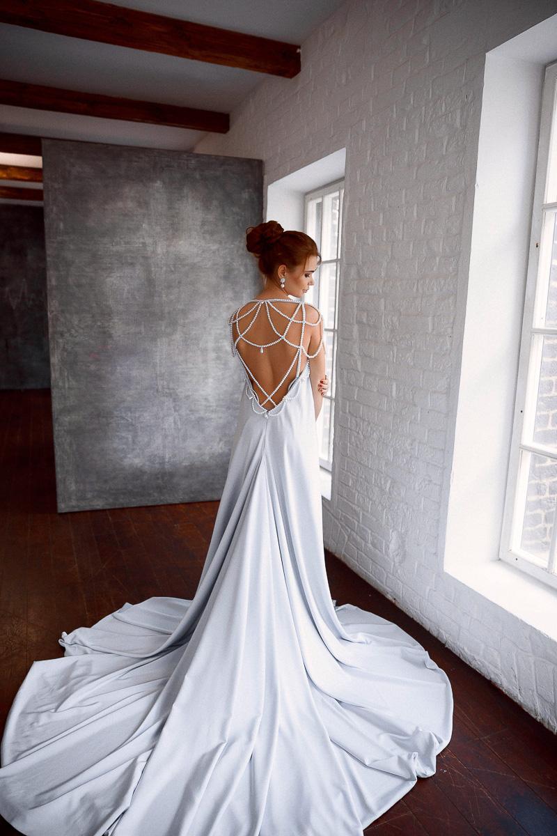 Платье с жемчужной нитью
