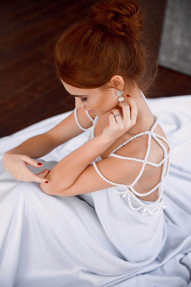 Нежное платье с жемчугом