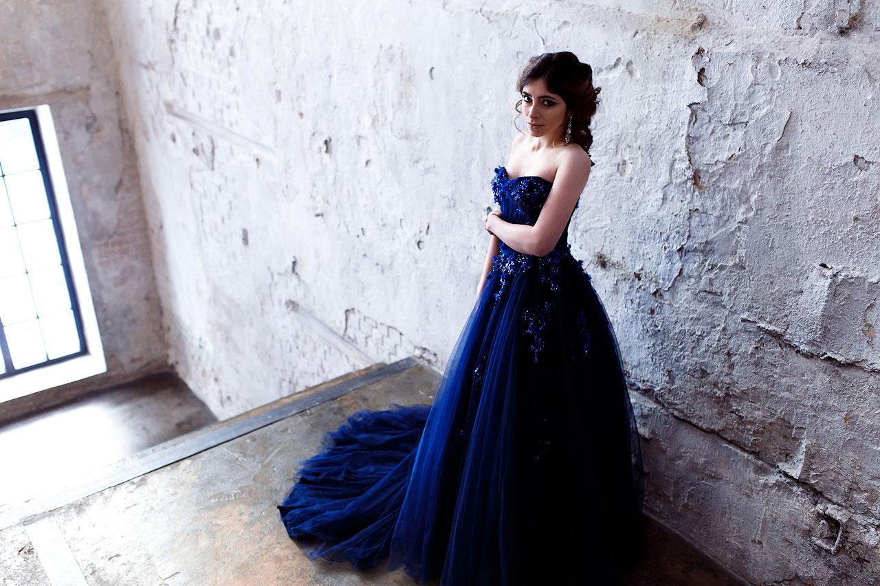 Пышное платье синего цвета
