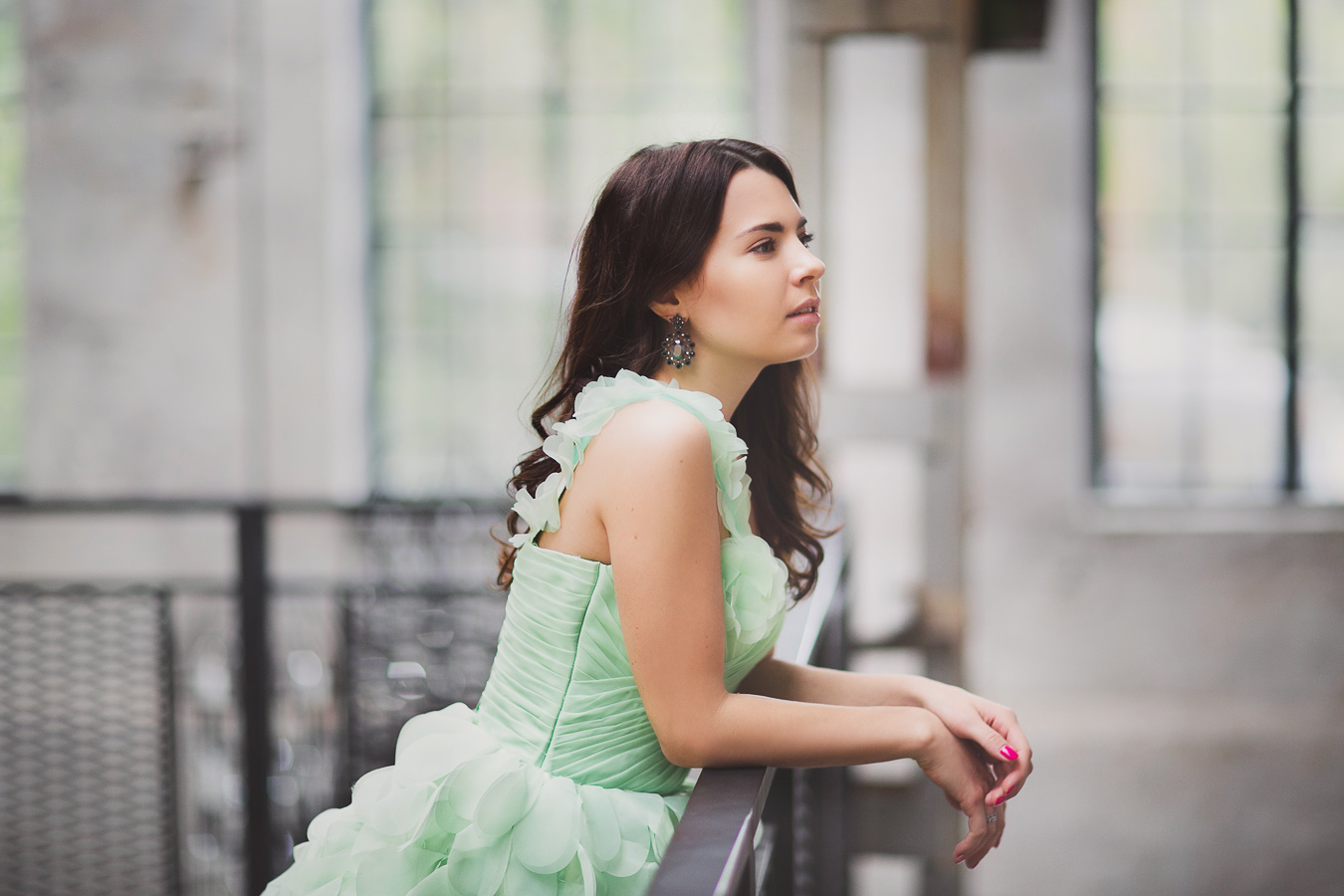 Чувственное платье с воздушными лепестками