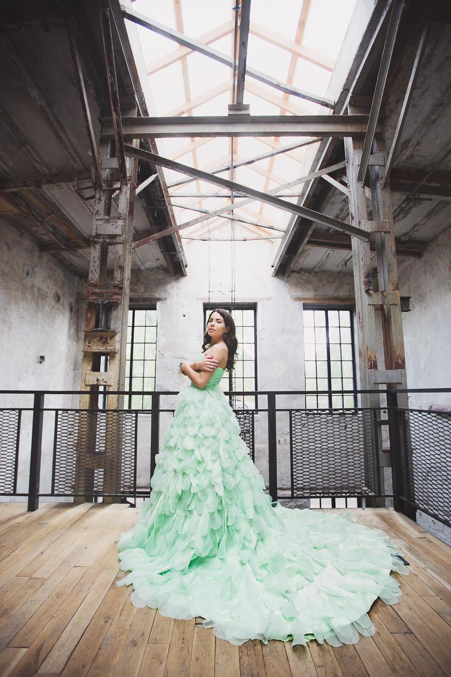 Пышное платье зелёного цвета