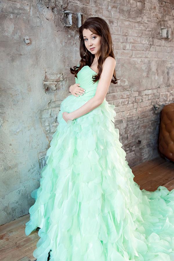 Зеленое платье для фотосессии беременности
