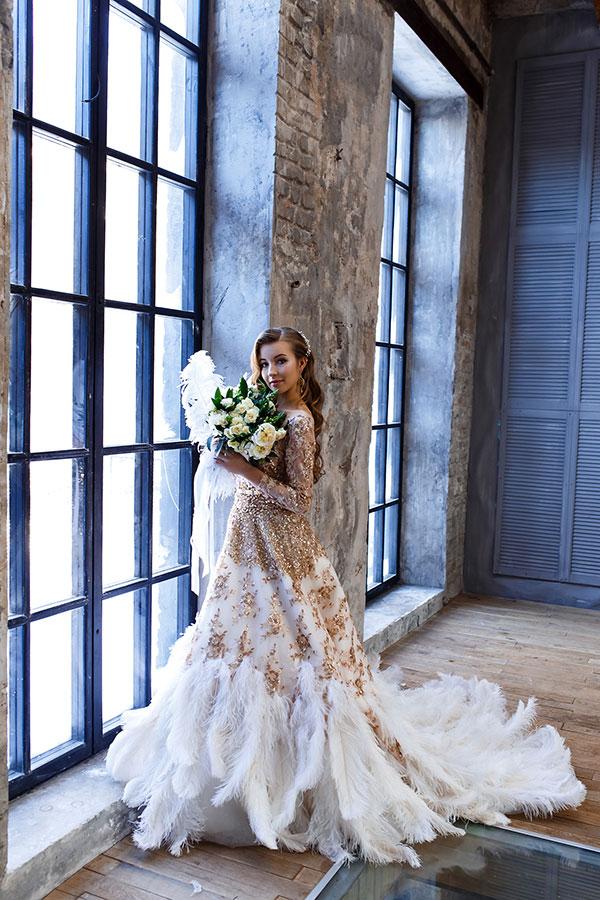 Женственное платье с перьями