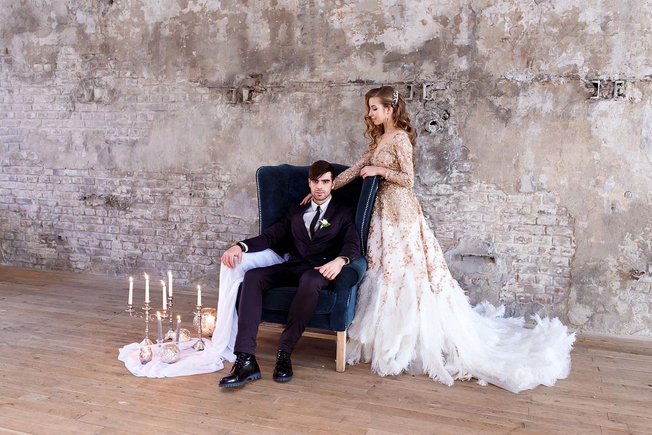 Фотосессия в платье с перьями
