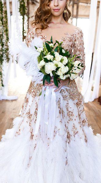 Платье невесты с перьями страуса