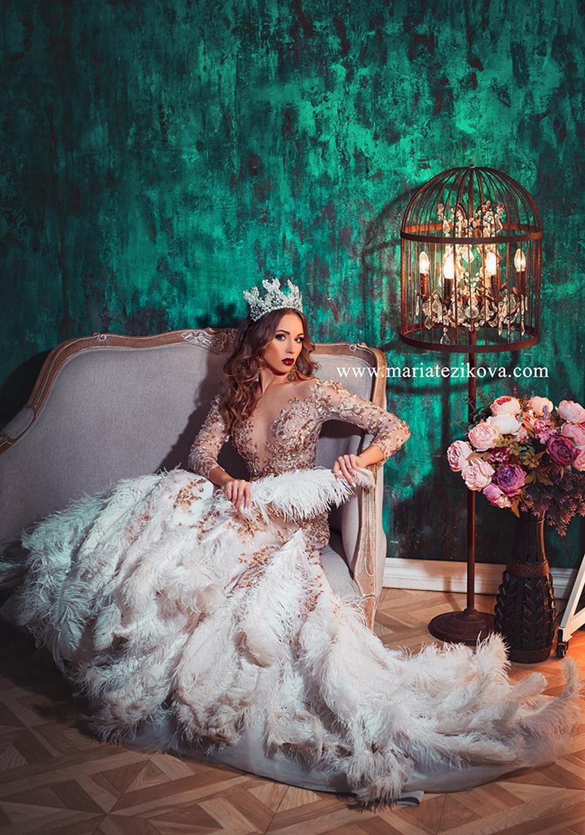 Платье со страусиными с перьями