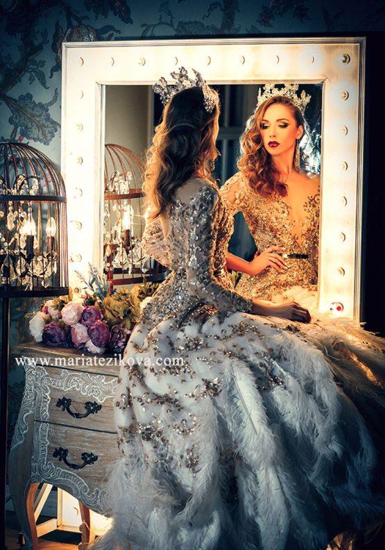 Платье со страусиными перьями