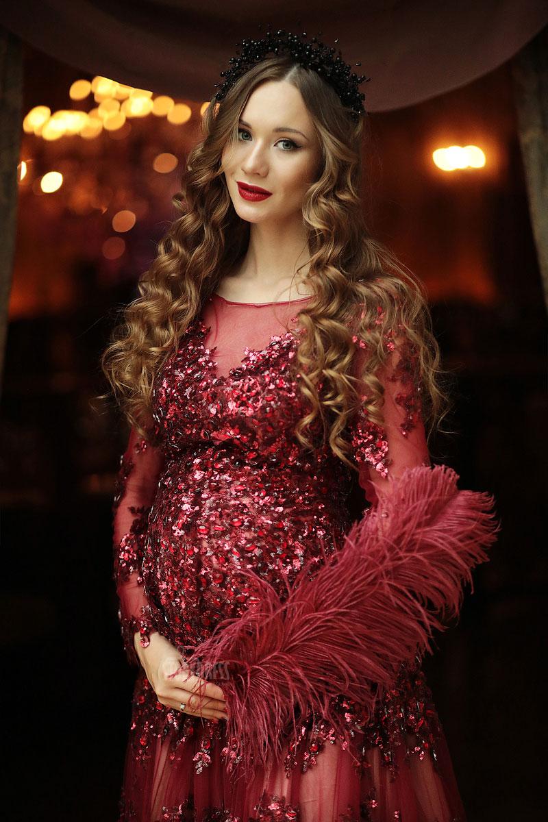 Платье для беременных со страусиными перьями Grace Kelly Bordeaux