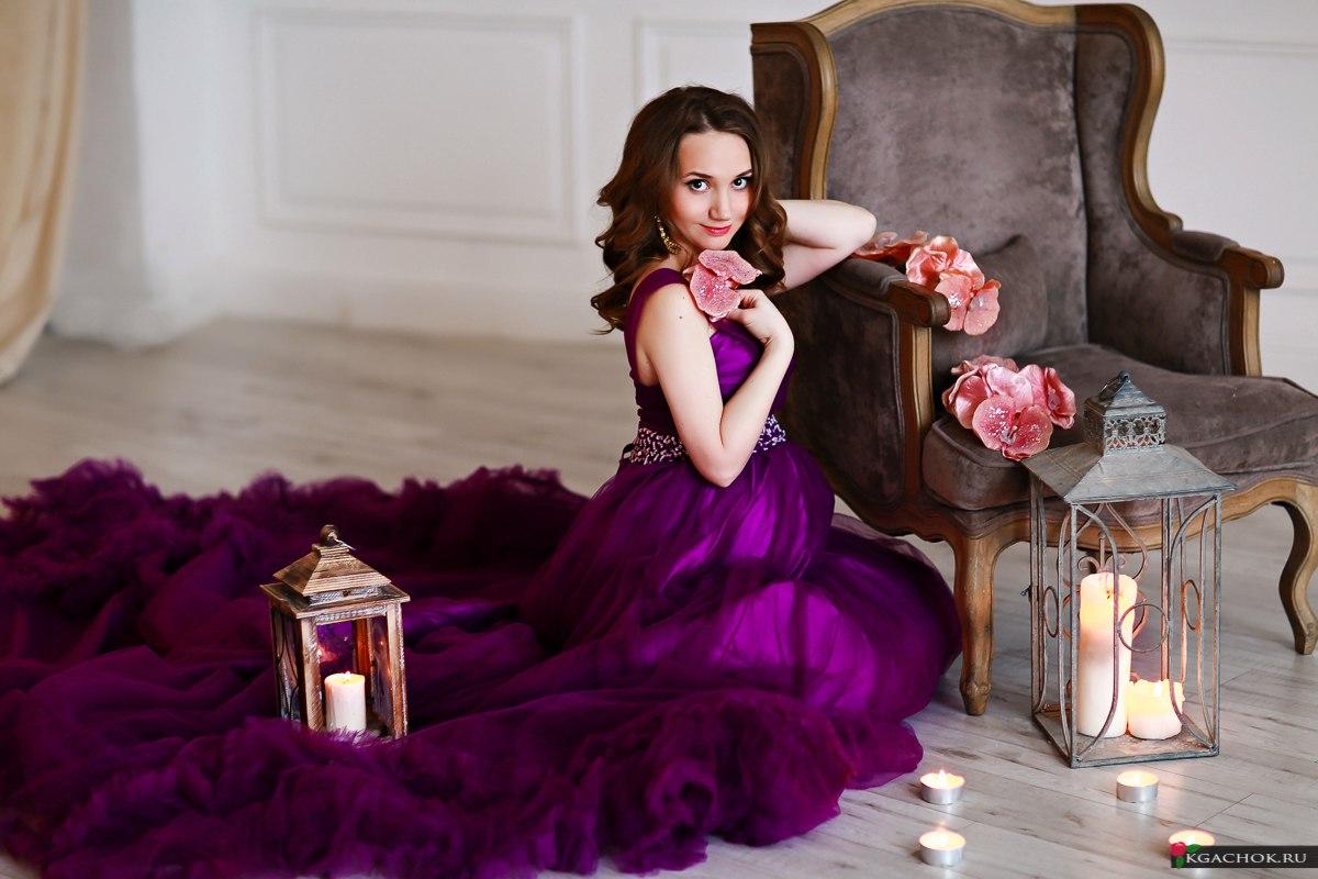 Пышное фиолетовое платье для беременных